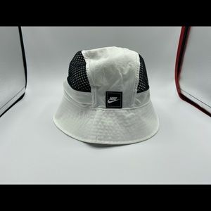 Nike bucket hat size L/XL brand new